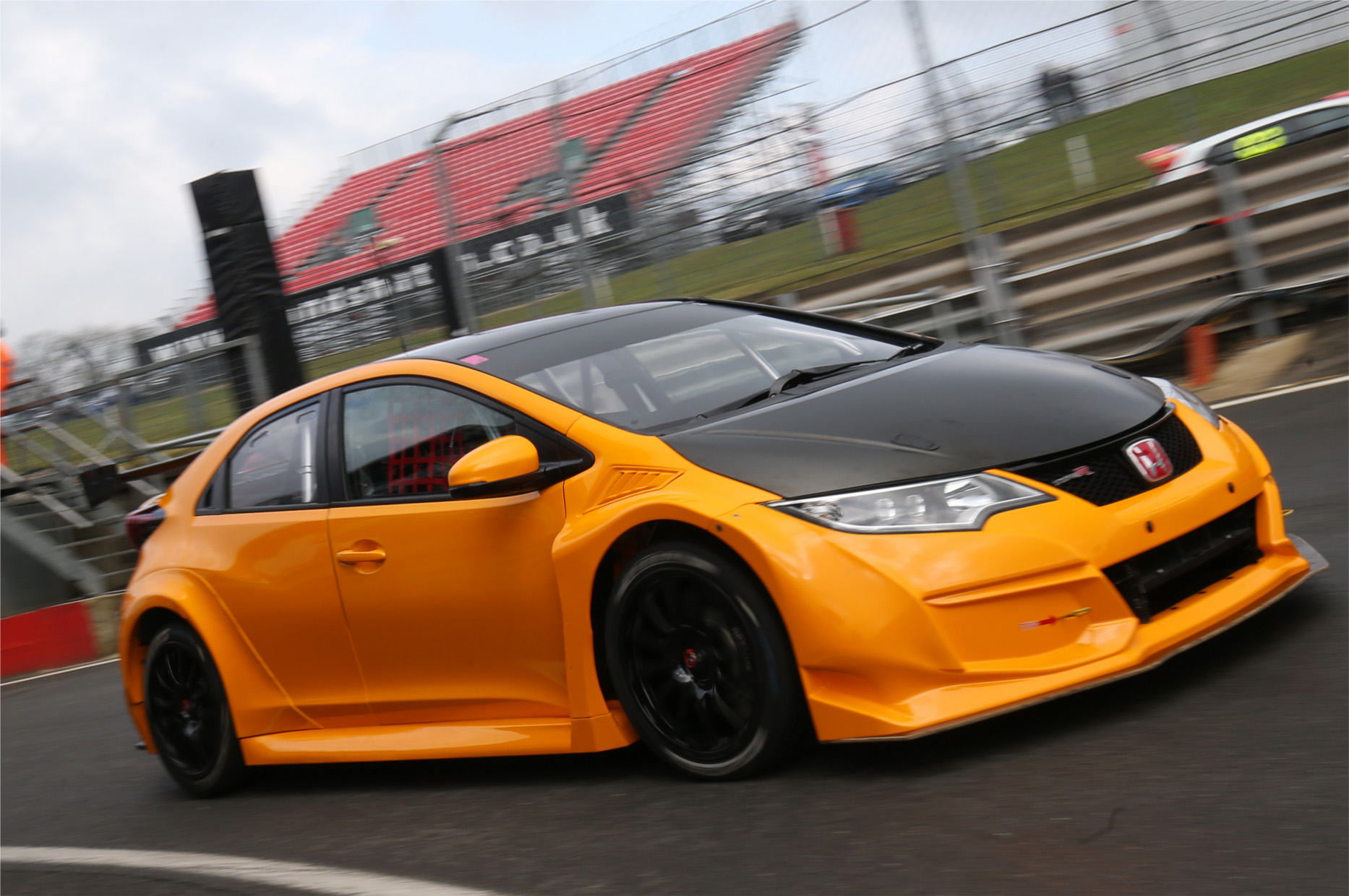btcc halfords yuasa racing launched at brands hatch