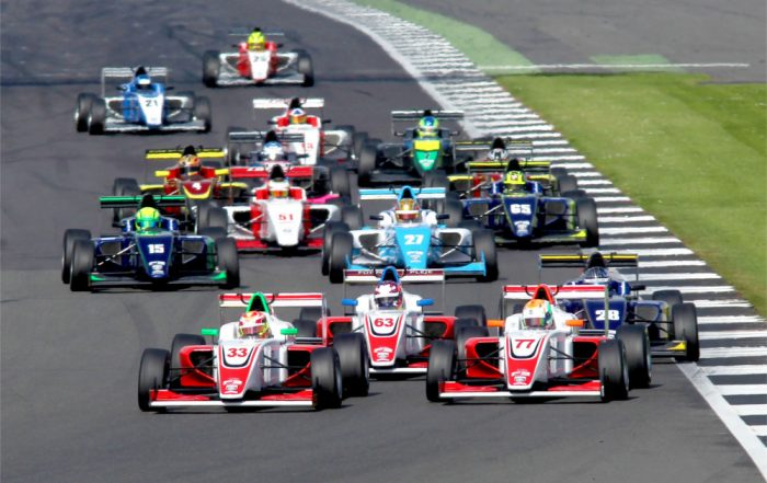 Start of Race 2 Ben Hingeley (GBR) Fortec Motorsports BRDC F3 leads