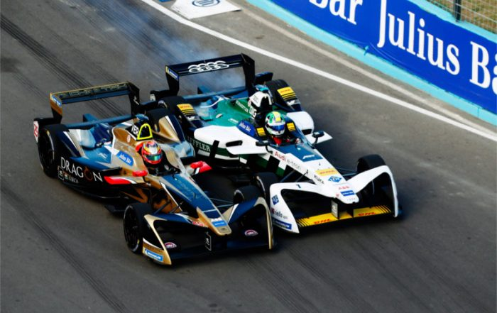 Punta_del_Este_race_winner_Jean-Eric_Vergne_exchanging_blows_with_Lucas_di_Grassi_in_a_grandstand_finish_on_the_shores_of_Playa_Brava (a)