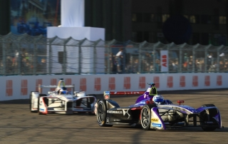 Sam Bird (GBR), DS Virgin Racing, DS Virgin DSV-03, leads Jose Maria Lopez (ARG), Dragon, Penske EV-2.